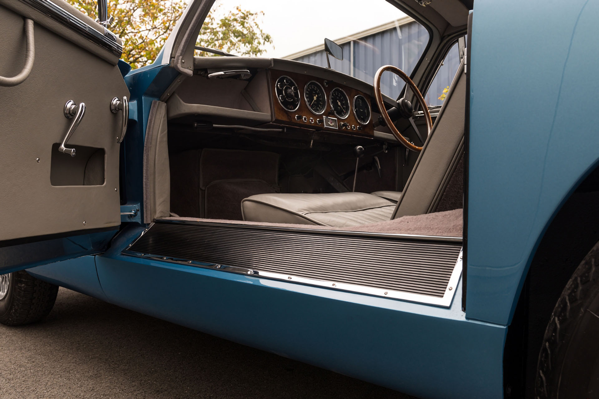 Aston Martin DB 2.4 MKI Ruote Leggendarie Classic Car Service